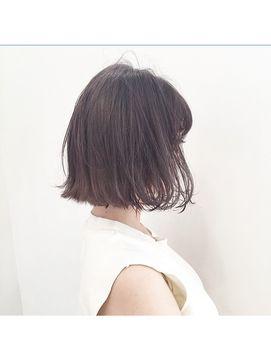 この画像は「潔いシルエットに、きゅん。切りっぱなしヘアだけのヘアカタログ」のまとめの18枚目の画像です。