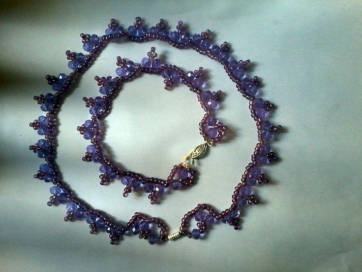 egy könnyed kis lila nyaklánc és karkötő szett