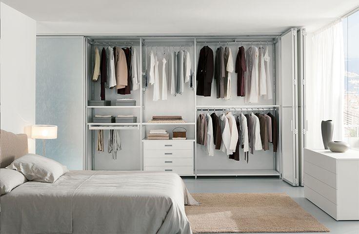 Possiamo collocare l'armadio su misura artigianale o industriale che vi occorre anche dove sembra impossibile, con montaggi a regola d'arte.