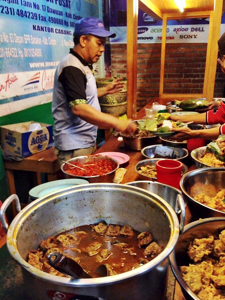 Nasi Jamblang: a buffet style dining of small town Jamblang near Cirebon, Indonesia. Copyrights Vivi Kembang Tanjoeng.