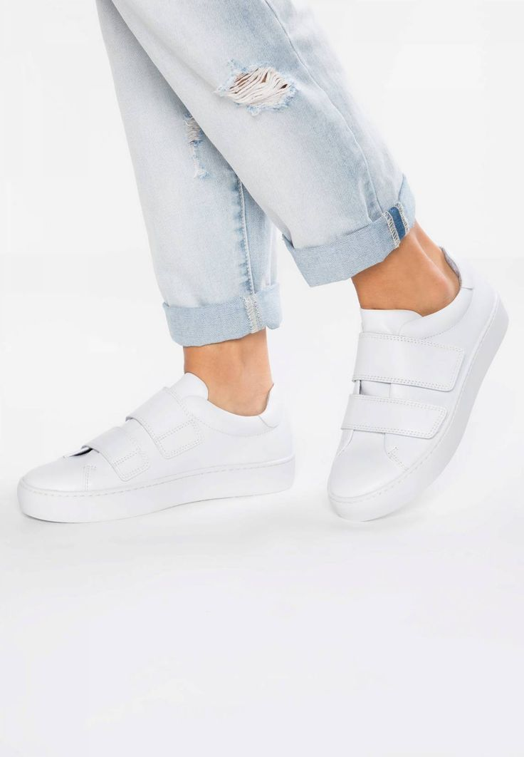 Vagabond. ZOE - Trainers - white. Pattern:plain. Sole:synthetics. Padding type:Cold padding. Shoe tip:round. Heel type:flat. Lining:textile. shoe fastener:Velcro fastening. upper material:leather. Insole:leather