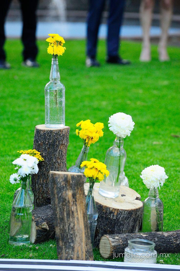 Flores amarillas y detalles en la ceremonia religiosa en la boda de Ana y Takeshi by NOE ARIZA BODAS & EVENTOS