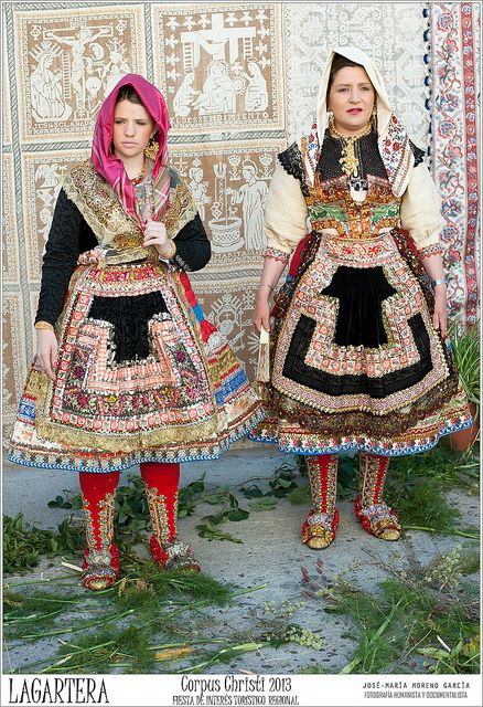 Europe | Portrait of two women wearing traditional clothes, embroidery feast Corpus Christi 2013, Lagartera, Toledo, Spain | © Jose-Maria Moreno Garcia