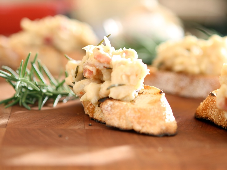 White Beans and Rosemary Crostini from CookingChannelTV.com: White Beans, Food Appetizers, Tuscan Guns, Appetizers Recipes, Italian Food, Beans Crostini, Foodies Things, Virgin White, Rosemary Crostini