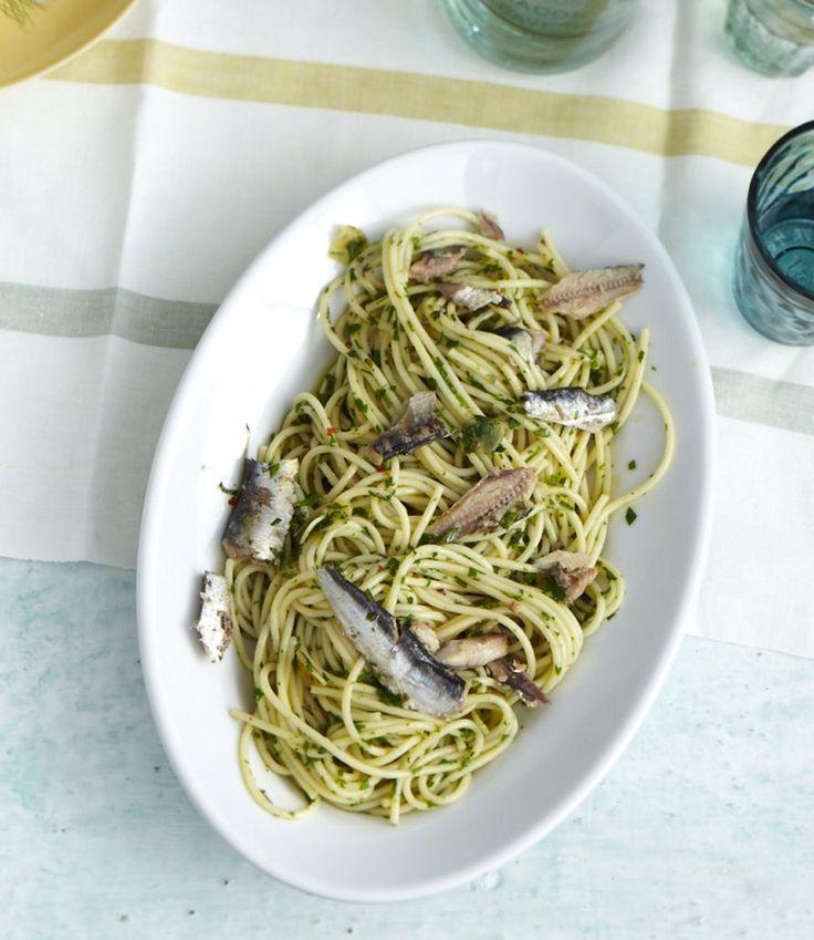Rezept für Spaghetti aglio olio mit Ölsardinen bei Essen und Trinken. Ein Rezept für 4 Personen. Und weitere Rezepte in den Kategorien Fisch, Gewürze, Kräuter, Nudeln / Pasta, Hauptspeise, Dünsten, Italienisch, Einfach, Raffiniert, Schnell.