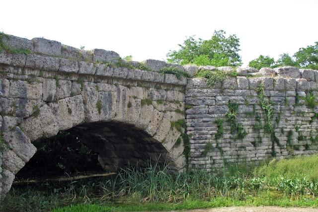 Ponte Mallio, Roman bridge in Cagli, Le Marche