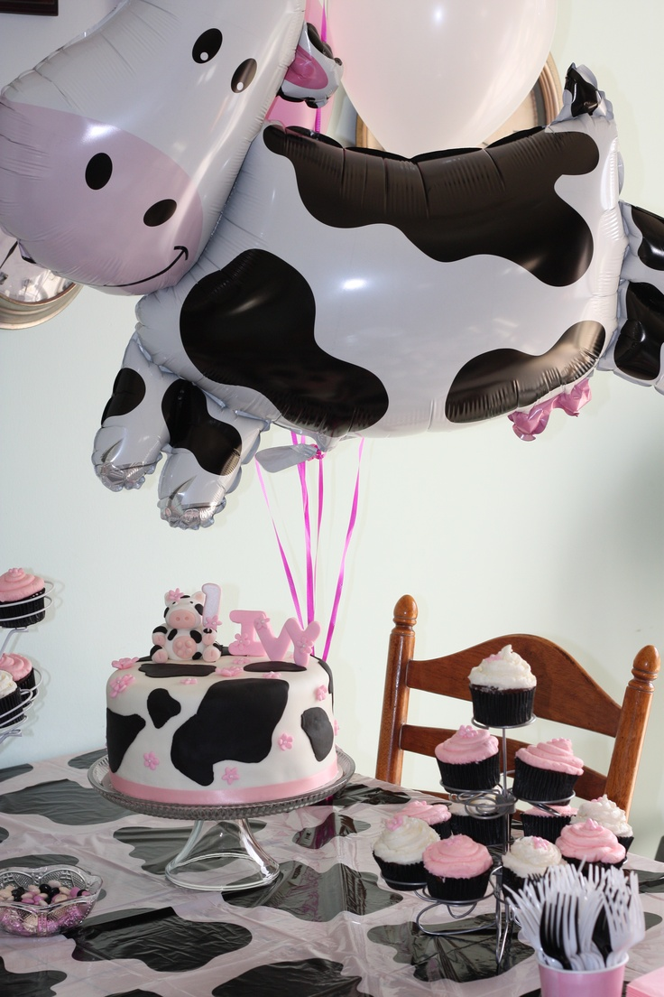 Absolutely LOVE this!!! Cow party theme - Wileys 1st birthday.