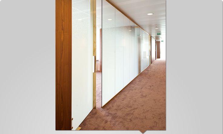 Niezykła szklana realizacja - matująca ściana ze szkła