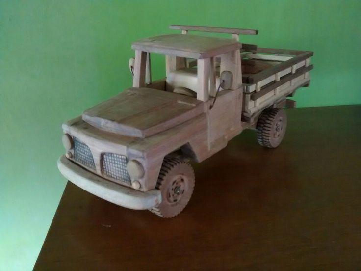 F75 feita de madeira,40x14cm