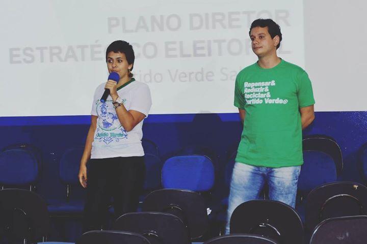 O secretário de Cidade Sustentável André Fraga e a secretária nacional de juventude do Partido Verde em palestra e debate no encontro nacional de juventude que aconteceu em Brumadinho - MG nos dias 2728 e 29 de Maio de 2016. #juventude #juventudeverde #secretario #bahia #saopaulo #politica #politicajovem #sustentabilidade #economiacriativadobrasil #economiacriativa #brasil #fotografia #fotografo #instagram by igorcphotos http://ift.tt/1r1RlhR