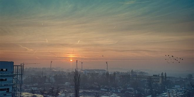 Dupa mai bine de o luna, soarele se arata peste Bucuresti! Rasaritul din aceasta dimineata...