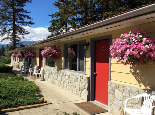 Tete Jaune Lodge T�te Jaune (British Columbia) Offering free WiFi and a restaurant, Tete Jaune Lodge is located in Tete Jaune Cache, 20 km from Valemount. Free private parking is available on site.  The accommodation is equipped with a flat-screen TV.