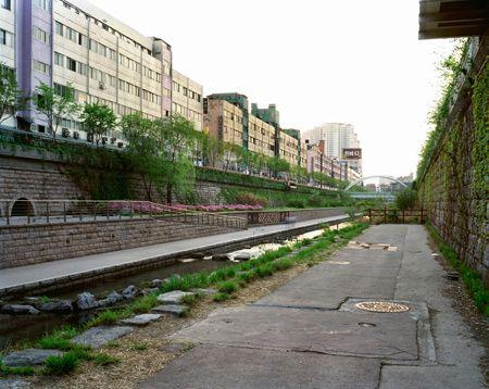 View Towards the Wall of Culture and Malgeunnaedari Bridge, Cheonggyecheon, Seoul, 20/04/2008, 6.14 (bronze light)