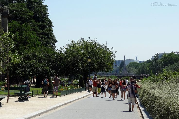 In this photo you can see a wide path that travels through the Square Jean XXIII and alongside the Notre Dame, with many people using it for the great views it provides of the building and over the River Seine.  More photos to be seen at www.eutouring.com/images_square_jean_xxiii.html