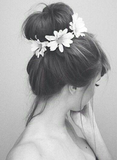 Imagem de flowers, hair, and girl
