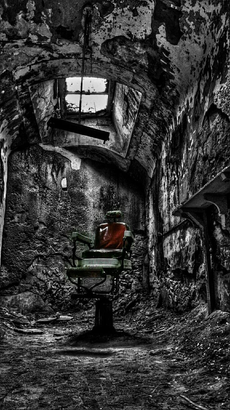 #color splash #blackandwhite #photography  Have a seat .. Just a Lil off the top?