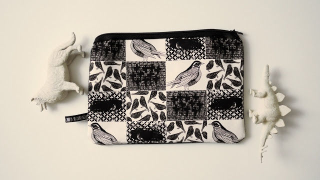 Travesía Studio, Fabric pencil case / composition: 50% printed cotton 50% Black canvas / size 19 x 14 cms