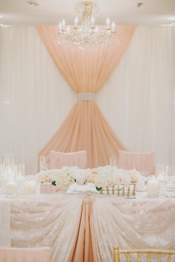 Everyone needs a little glamour and a bit of romance in their day, and today we are all getting a big dose of both thanks to this super beautiful wedding captured byMango Studios. Dripping with elegance, yet with the perfect