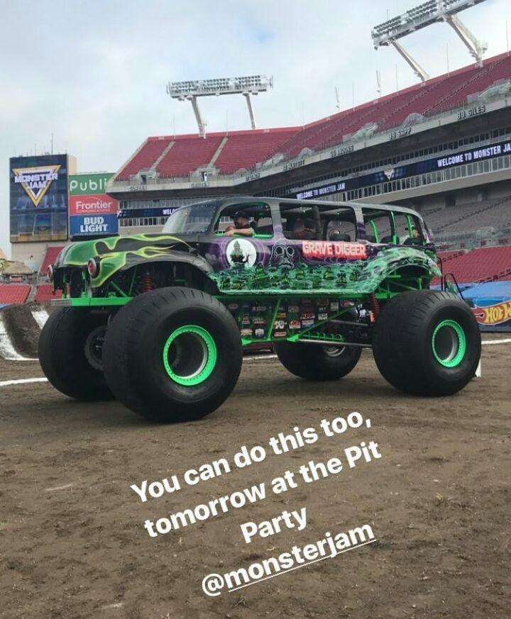 The Grave Digger MJ ride truck for Tampa 1 tomorrow! Who would go on it!? I want to! #monsterjam #nascar #f1 #drifting #racing #mechanic #art #legend #wraps #paint #schemes #Indianapolis #gravedigger #cars #trucks #mechanic #indi #wheelie #stunts #backflip #avengence #yeahhhhhhh #trucks #newyear