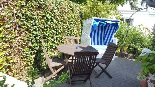 FeWo Machedanz Timmendorfer Strand / Niendorf Timmendorfer Strand Located 500 metres from Niendorf bird park in Timmendorfer Strand, this apartment features a barbecue. Guests benefit from terrace. Free private parking is available on site.  The kitchen is equipped with a dishwasher and there is a private bathroom.