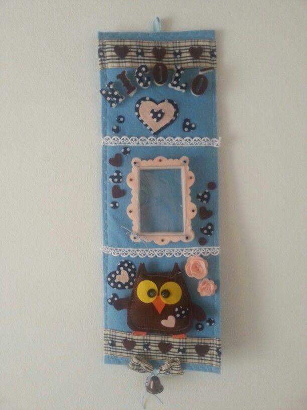 Portafoto in feltro personalizzabile l. Con applicazioni in crepla, passamaneria e perle.