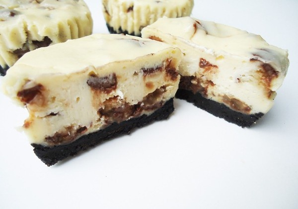 Twix Cheesecakes   - more at: http://pinnedrecipes.netDesserts, Cheesecake Bites, Oreo Cheesecake, Food, Minis Twix, Cheesecake Recipe, Twix Cheesecake, Minis Cheesecake, Cheesecake Cupcakes