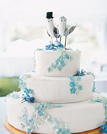 Dainty blue flowers and custom bird toppers: Birds Cakes, Blue Flowers, Custom Cakes, Cakes Toppers, Cakes Decor, Wedding Cakes, White Cakes, Retro Style, Blue And White