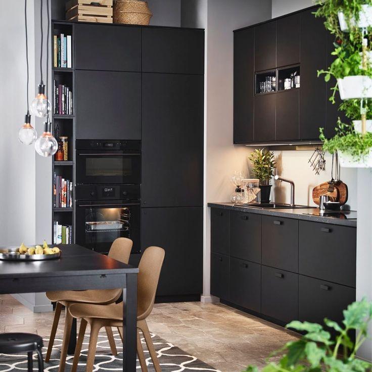 127 vind-ik-leuks, 4 reacties - IKEA Nederland (@ikeanederland) op Instagram: 'Lekker trendy! #KUNGSBACKA #keuken #duurzaam #droomkeuken #krachtpatser #ODGER #stoel #IKEA…'