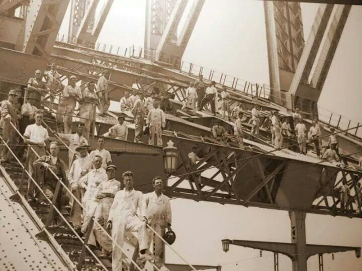 Sydney Harbour Bridge workers.Photo from Fairfax Archives.A♥W
