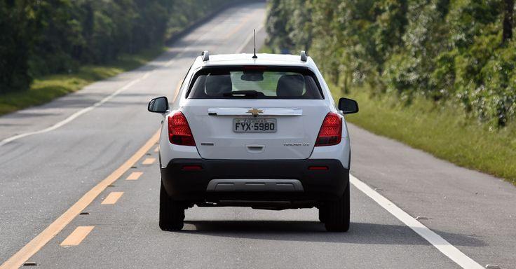 Visualmente, o Tracker é um modelo interessante, ainda mais se equipado com as rodas de liga leve de 18 polegadas, que dão ar de esportividade e robustez ao SUV