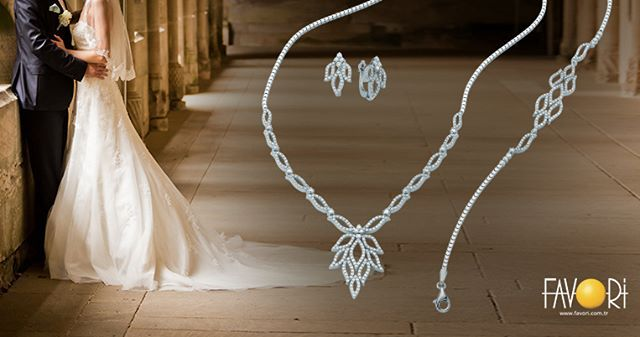 En mutlu gününüzü eşsiz Favori tasarımları ile unutulmaz kılın... #engagementset #düğünseti #evlilikseti #weddingset #altınset #nikahseti #düğünsetimodelleri #setfiyatları #düğüntakısı #set #düğüncüset #jewelryfashion #jewelry #jewellery #lovemark #gold #düğünalışverişi #evlilik #photooftheday #loveit #mucevher #tagsforlikes #love #jewelrygram #altıntakı #luxury #lovejewelry #instafollow #instagramtrnet #instalike