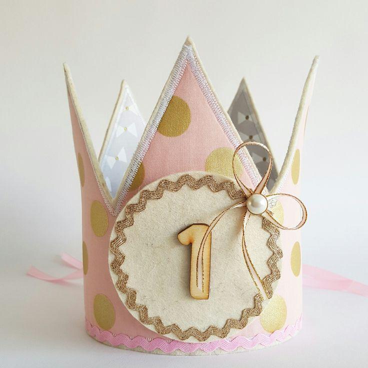 Omkeerbare kroon met gouden stippen stippen en witte strikjes www.hipkado.nl
