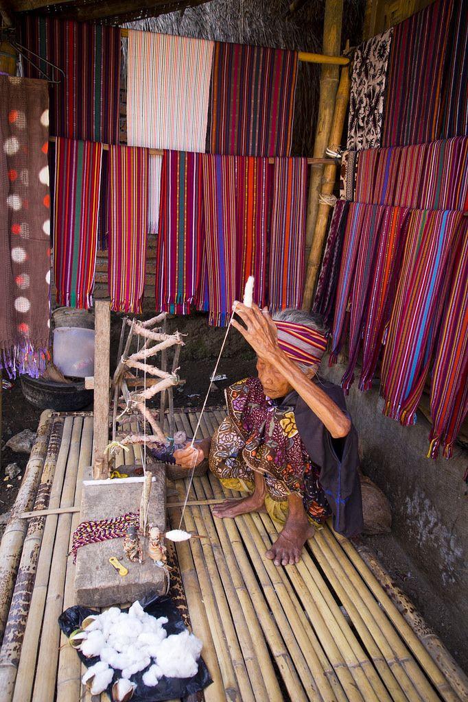 Spinning thread . Indonesia