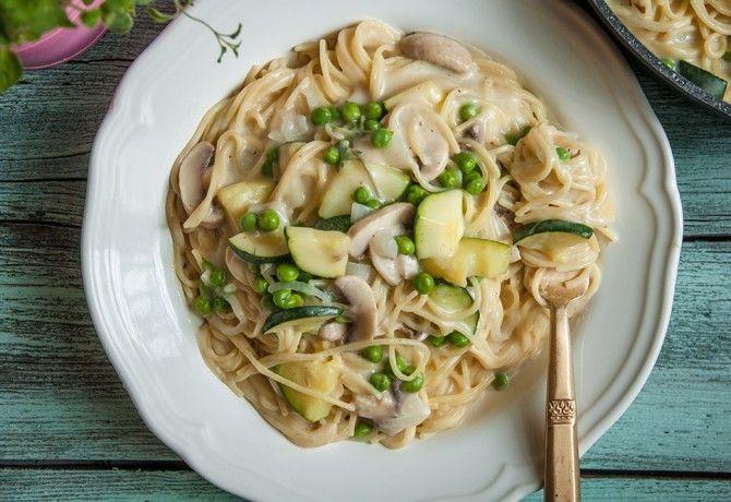 Egyedényes zöldséges spagetti recept képpel. Hozzávalók és az elkészítés részletes leírása. Az egyedényes zöldséges spagetti elkészítési ideje: 30 perc