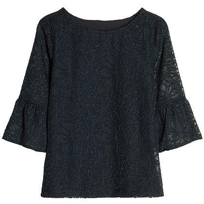 Nog zo'n mooie blouse met klokkende driekwart mouwen. Gecombineerd met romantisch kant ben je helemaal hip! >> http://stylefru.it/s459463
