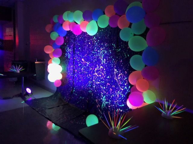 Pin By Walquiria Ramos On Balloon Images Glow In Dark Party Glow Birthday Party Blacklight Party