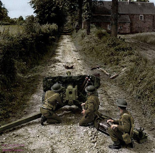 Um dos soldados britânicos do 50º Divisão Northumbrian usando aa arma anti-tanque QF 6 57 milímetros (6 libras - ATK / Mk II) de maneira importante na área de Lingèvres, Baixa-Normandia, 16 de junho de 1944.
