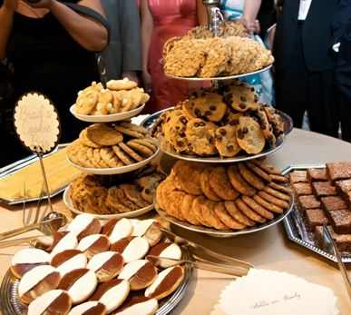Custom gourmet cookies are an excellent choice for any wedding! #wedding #cookies