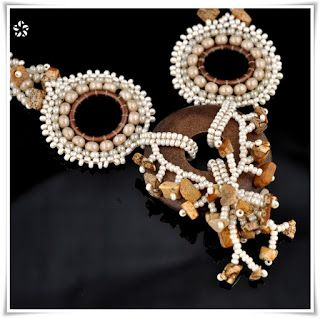Stloukám si knihovničku motorovou pilou: korálkové šití - bead weaving