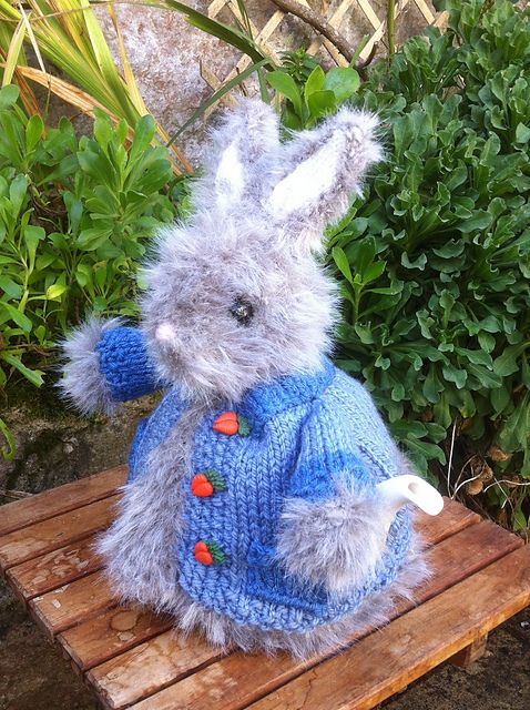 Ravelry: ElizabethLihou's Peter Rabbit Tea Cosy