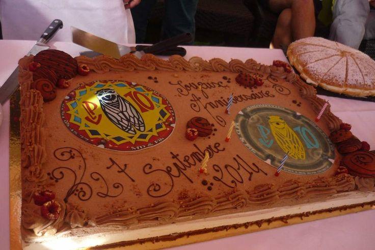 Gâteau réalisé par un de nos clients avec deux photos pour gâteaux rondes. Joli travail !