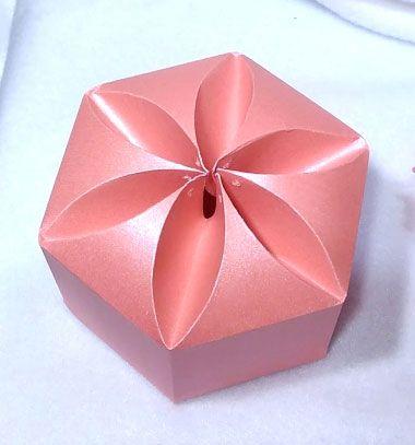DIY Gorgeous easy paper hexagonal gift box  // Gyönyörű virágos hatszögletű ajándékdoboz egyszerűen // Mindy - craft tutorial collection // #crafts #DIY #craftTutorial #tutorial #ValentineCrafts #ValentinesDayCrafts #DIYAnniversaryGifts