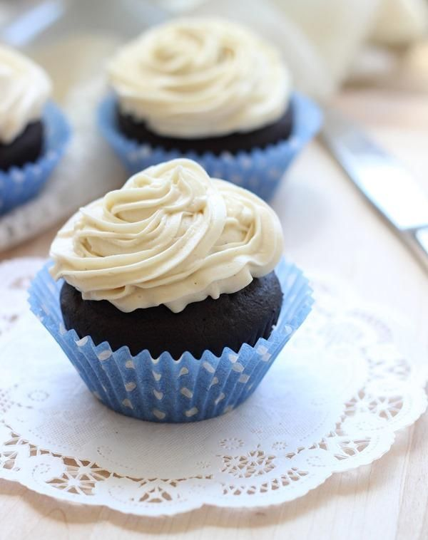 DIY Cupcake Recipes : Dark Chocolate Quinoa Cupcakes with Vanilla Bean Icing (Gluten-free)