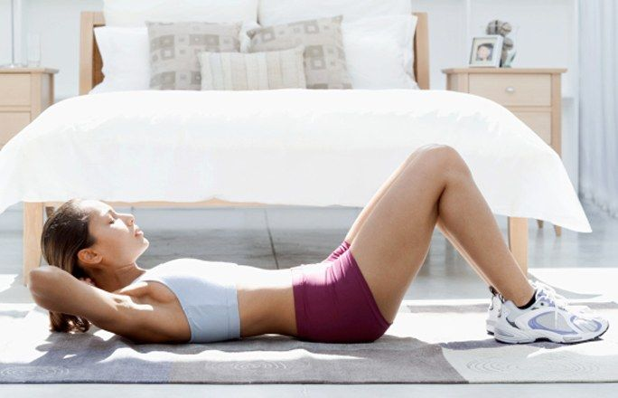 Flacher Bauch: Einfache Übungen & Tipps