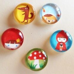 Red Riding Hood characters - cabochon 10 mm in vetro fatti a mano. Ideali per creare braccialetti, orecchini.