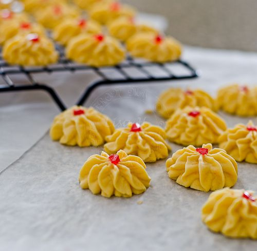 These aregorgeous 'Melt in the mouth' Samperit , one of many'favourite' traditionalcookies,inmany MalayhouseholdsduringEid...