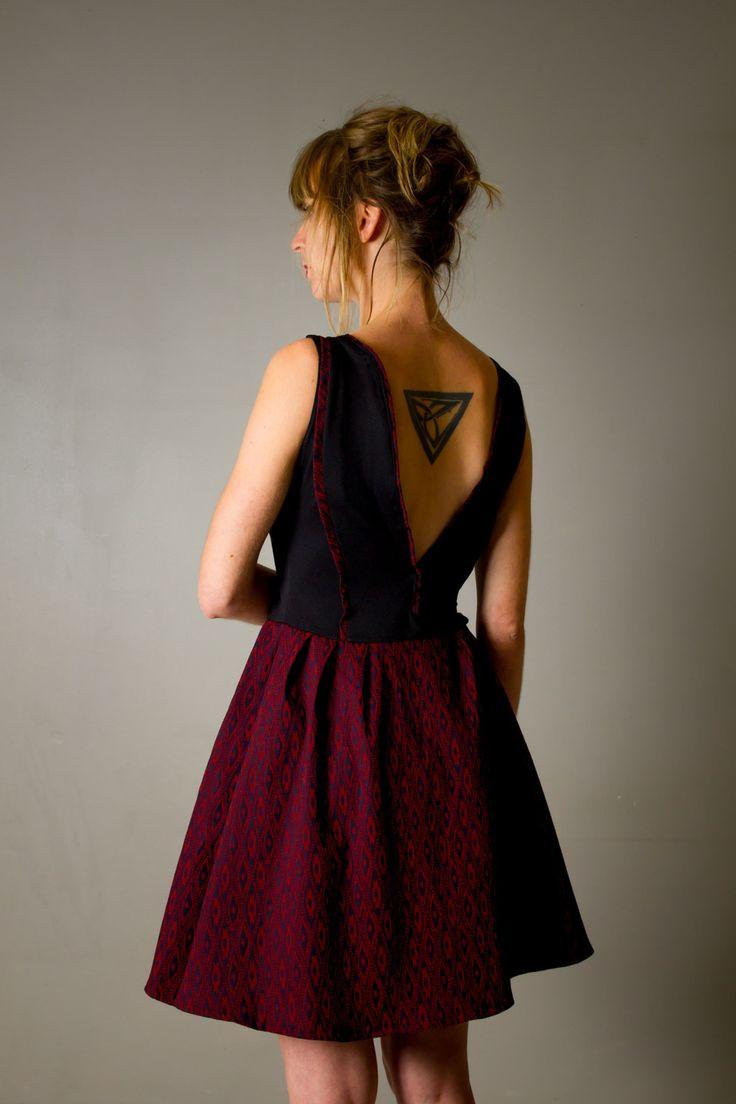 """Robe pour femme """"Marilyn"""", contrée et évasée, noire et rouge bordeaux, décolleté V profond au dos : Robe par all-by-k"""