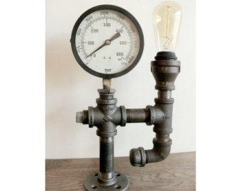 Industrial planta - lámpara de tubo de Steampunk Black - libre de la lámpara, lámpara de poste con 3 luces - bombillas de Edison con luz protectores de jaula por HanorManor