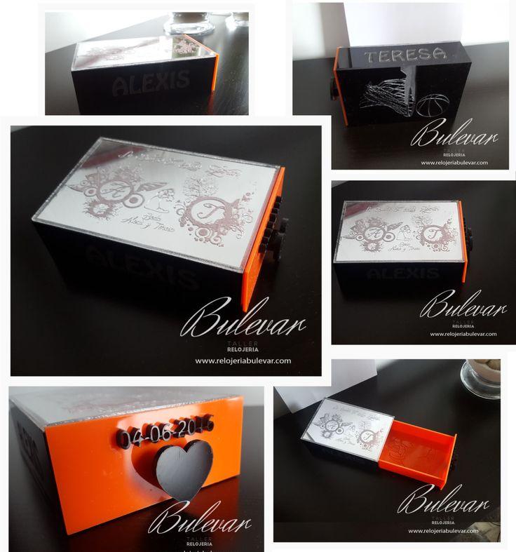 PVP: 19,95 € Caja de metacrilato personazliada para introducir el regalo a los novios. Detalles en todas sus caras, fecha, nombres, dedicatoria, etc.