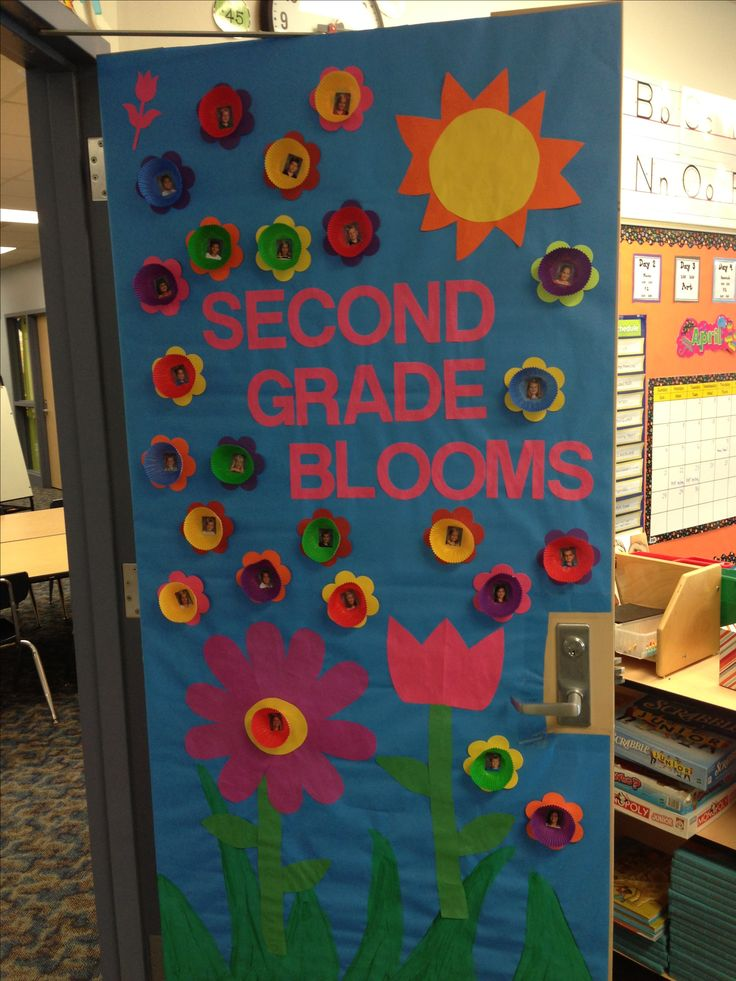 Spring classroom door school ideas pinterest spring for Art room door decoration